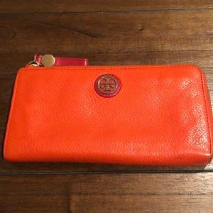 Tort Burch orange wallet